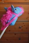 Igračka konj na štapu